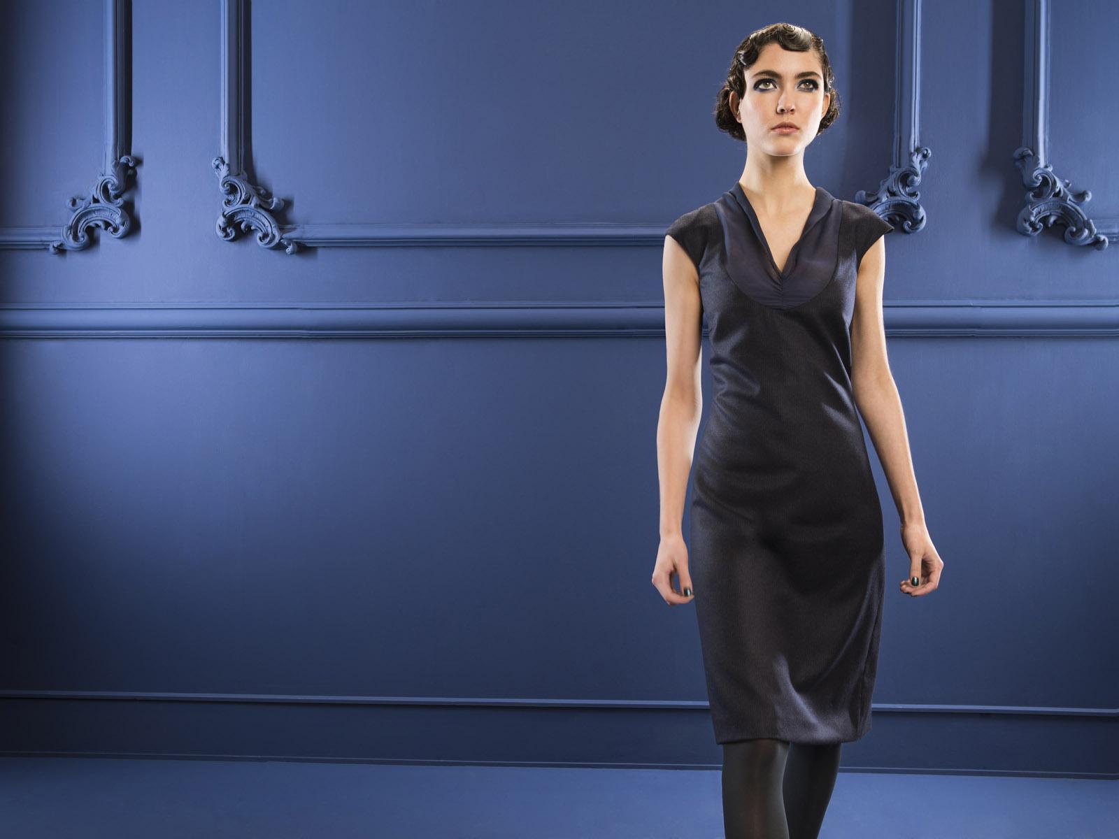 Kleid Kalesto von meinweiß, 92% Schurwolle 8% Kaschmire mit Seideneinsatz, dunkelblau