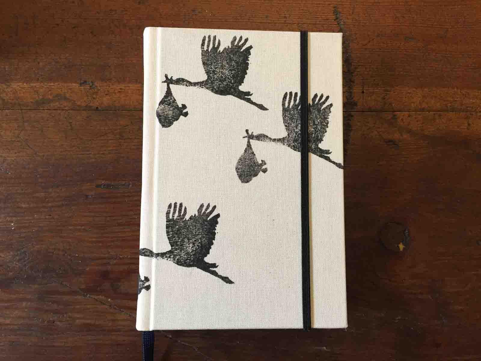 Notizbuch mit Storchenmotiv zur Geburt, in Deutschland handbedruckt und gebunden