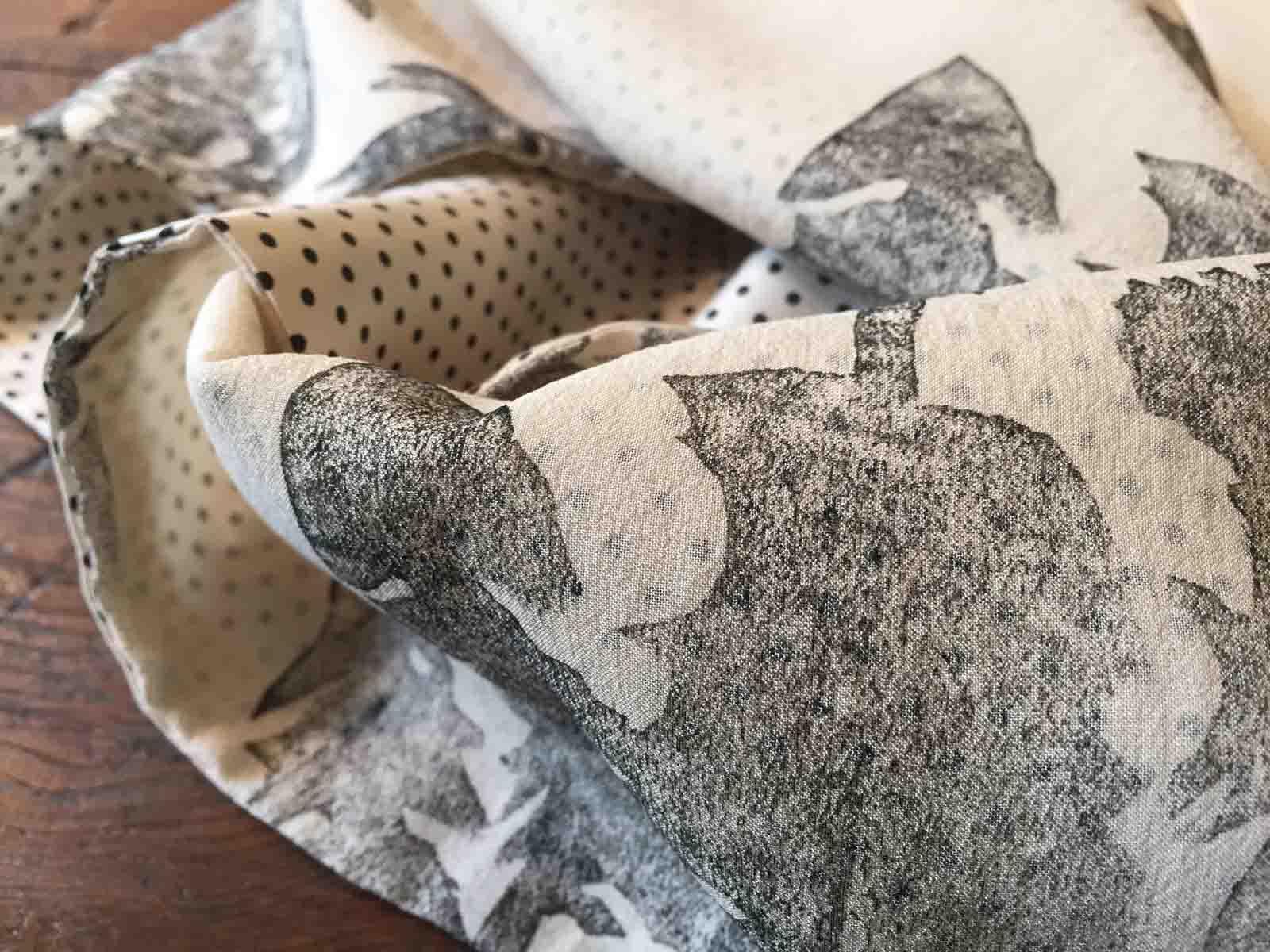 Doubleface Schal aus Seide, handbedruckt